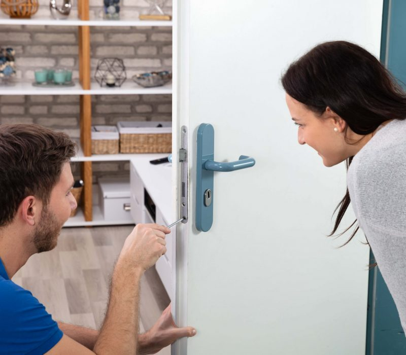 locksmith with client