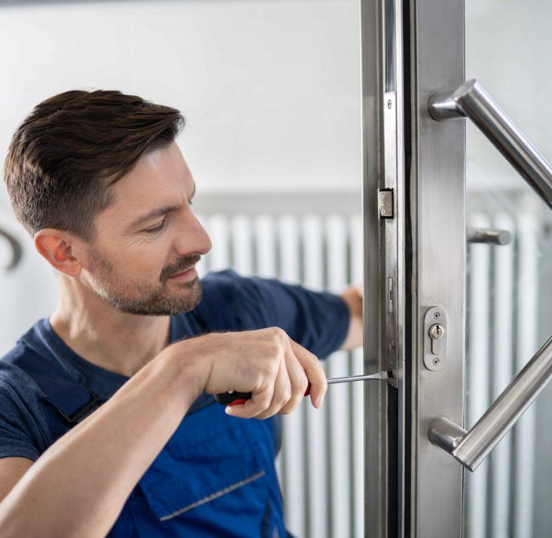 locksmith installing lock